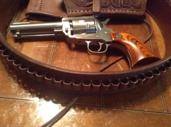 ruger-super-blackhawk-with-4-5-8-in-barrel-in-357-mag-422.jpg
